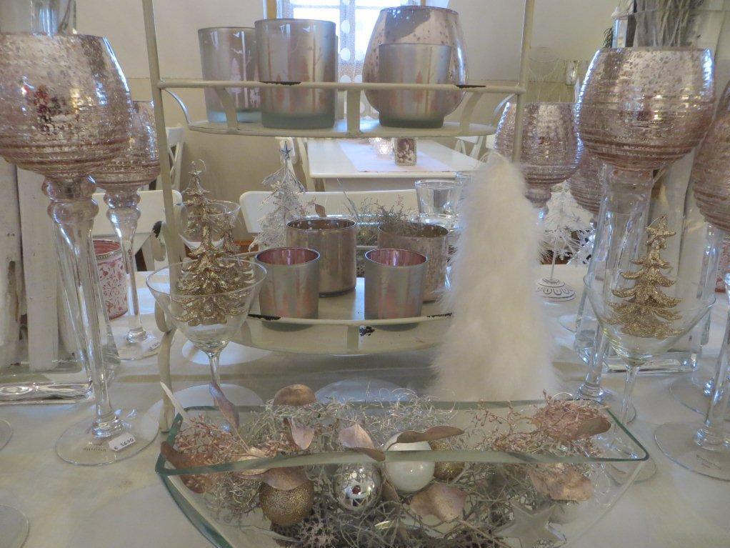Kerzenhalter und diverse andere Dekorationsartikel
