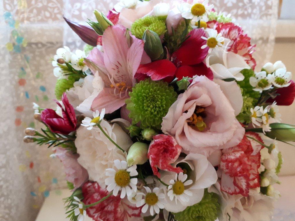 Bunter Blumenstrauß mit diversen Blumen